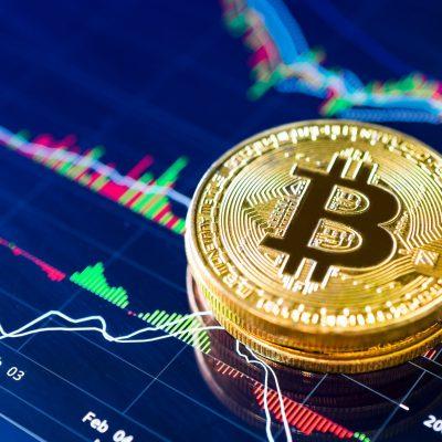 """Bitcoin, nou record. De unde vine succesul """"aurului digital"""" și cum va fi influențată piața după apariția monedelor digitale emise de Băncile Centrale. Află care este diferența dintre aur și Bitcoin"""