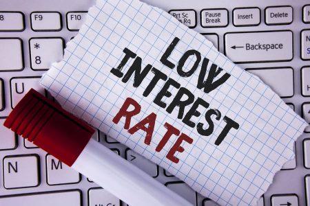 Vești bune la început de an: românii pot accesa credite cu dobânzi mai mici. Cât va dura această tendință
