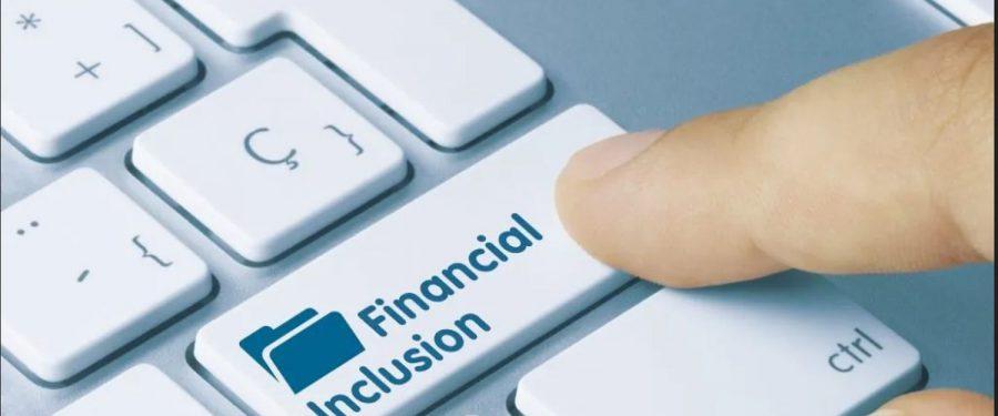 67% dintre români utilizează produse și servicii bancare, dintre care 36% au un card de credit, iar 11% s-au împrumutat pentru o locuință