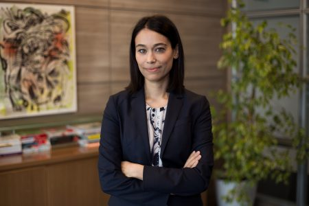 """UniCredit Bank derulează un program de educație financiară în peste 70 de licee tehnologice din București, Cluj și Iași. Alina Drăgan: """"Este un mod de a contribui în comunitate și de a împărtăși din expertiza noastră în domeniul financiar, cu ajutorul celor 15 colegi din bancă care se vor implica în rol de traineri"""""""