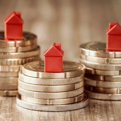 """Programele """"Prima casă"""" și """"Noua casă"""" au impulsionat creditarea ipotecară în pandemie: peste 16.000 de clienți s-au împrumutat în 2020 cu garanția statului. Din 2009, peste 305.000 de români și-au luat case cu avans minim de 5%"""