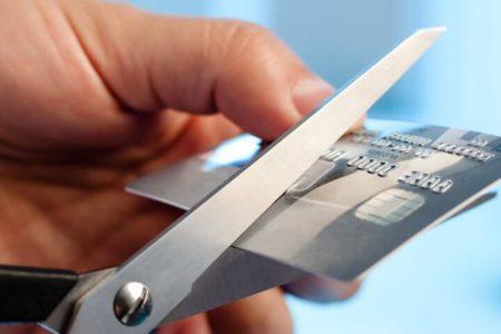 COVID-19 a virusat apetitul românilor pentru carduri de credit. Băncile au pierdut în anul pandemiei mai multe instrumente de plată decât în 2010, când România resimțea din plin efectele crizei financiare