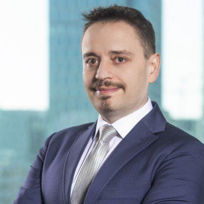 XTB, între primii cinci brokeri din lume, în Q4 2020. Omar Arnaout, CEO: În 2020, am introdus o ofertă care permite investiții în acțiuni cu comision 0%, iar în acest an dorim să dobândim cel puțin încă 120.000 de clienți noi