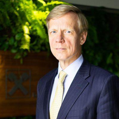 """Raiffeisen Bank și-a majorat în 2020 activele cu 20%, dar a obținut un profit mai mic cu 17% decât în 2019. Steven van Groningen: """"Suntem mulțumiți de realizările noastre din 2020, un an care ne-a testat tuturor rezistența și ne-a adus provocări cu care nu ne-am mai confruntat până acum"""""""