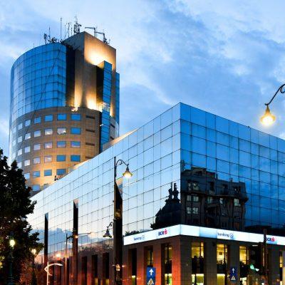 """BCR a cedat clădirea Bucharest Financial Plaza către Immofinanz, printr-o tranzacție de aproximativ 36 milioane de euro. Dietmar Reindl: """"În cadrul procesului de modernizare propus, am luat în considerare un spațiu mai mare pentru zona publică și o terasă verde, care credem că va deveni rapid un punct de atracție extrem de atrăgător pentru bucureșteni"""""""