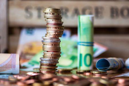 Euro atinge un nou maxim istoric și depășește pragul de 4,89 lei. Unde se va situa cursul euro peste 6 luni