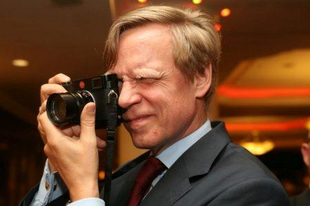 """Studiu de caz. Steven van Groningen ne oferă o fotografie a Raiffeisen Bank """"după chipul și asemănarea sa"""". Caracteristica principală a strategiei băncii din perioada 2000 – 2020 se rezumă la adoptarea unui stil de viață sănătos, fără excese!"""