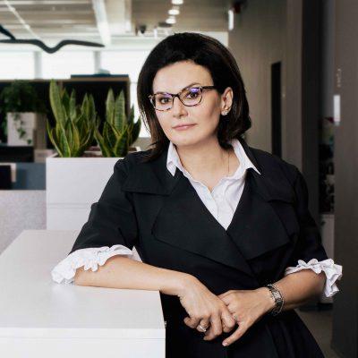 """Interviu cu Andreea Voinea (BCR) despre bancherul viitorului și schimbările din piața muncii: """"Noua generație nu mai are aspirații de ierarhii, se ghidează după ideea de a avea un job interesant. Cumpără experiențe și cumpără proiecte!"""""""