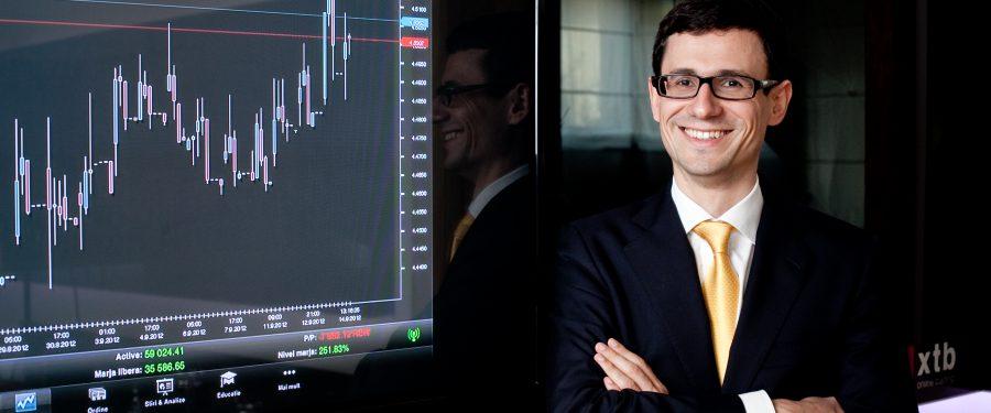 Claudiu Cazacu, XTB: Cursul va ajunge la 4.99 RON/EUR la final de 2021, cu spargerea nivelului simbolic de 5 RON/EUR în primăvara anului viitor