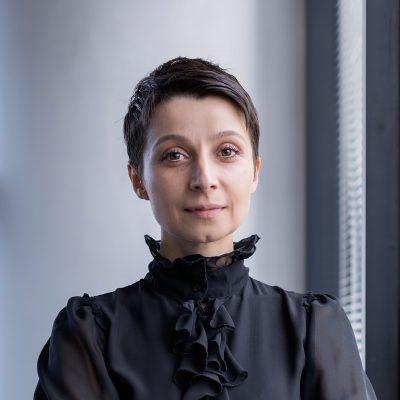 """Provocările pandemiei văzute prin ochii unui specialist de resurse umane. Ramona Grigore, Alpha Bank: """"Lecțiile din cărțile de HR se rescriau pe măsură ce lumea era cuprinsă de criza sanitară. Învățam să trăim diferit, să fim uniți, concentrați, atenți, dar în același timp neliniștiți"""""""