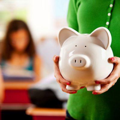 """Curs acreditat de educație financiară destinat profesorilor care predau disciplina obligatorie """"Educație socială"""" elevilor de clasa a VIII-a"""