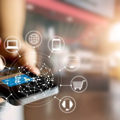 """Pandemia a accelerat ritmul digitalizării, dar 43% dintre utilizatorii noi din România au început să folosească tehnologia doar din cauza pandemiei. Câți dintre românii """"digitali"""" vor renunța la serviciile digitale după pandemie"""
