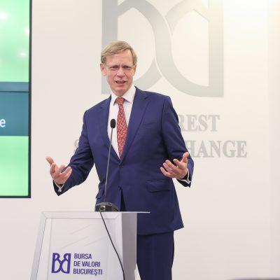 FOTO. Primele obligațiuni verzi Raiffeisen Bank, în valoare de 400 milioane lei, s-au listat la BVB. Steven van Groningen: Raiffeisen Bank a deschis drumul și altor companii de pe piața românească să îi urmeze exemplul