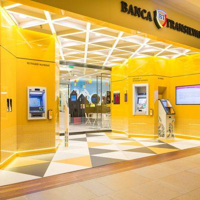 Banca Transilvania ocupă cea mai înaltă poziție a unei bănci din România în topul internațional din perspectiva gradului de digitalizare. Digitalizarea bankingului românesc după un an de pandemie: 60% dintre bănci oferă deschiderea unui cont exclusiv online și 30% dintre creditele de nevoi din 2020 au fost acordate exclusiv prin intermediul canalelor digitale