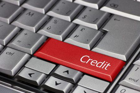 Abundența ofertelor și reducerea dobânzilor au dus la creșterea creditării. Trendul se va păstra și în următoarele luni. Băncile estimează că prețurile din piața imobiliară vor rămâne constante, iar cererea pentru credite ipotecare va fi ridicată