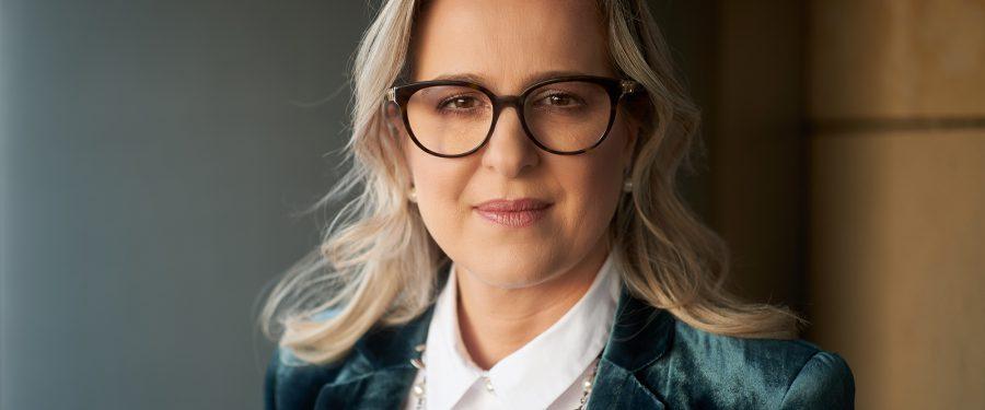 """Mădălina Teodorescu, despre planurile de dezvoltare ale First Bank pe piața românească: """"În continuare păstrăm ambele direcții de creștere: atât dezvoltare organică cât și creștere prin posibile achiziții, față de care suntem deschiși!"""""""