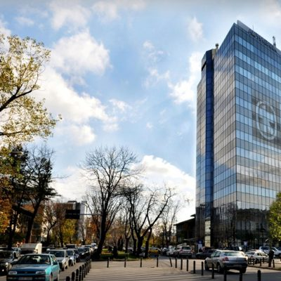 VIDEO. Alpha Bank, prima bancă din România care oferă o soluție completă de plată prin terminalele POS, acceptând cardurile emise sub siglele Visa, Mastercard, UnionPay și American Express