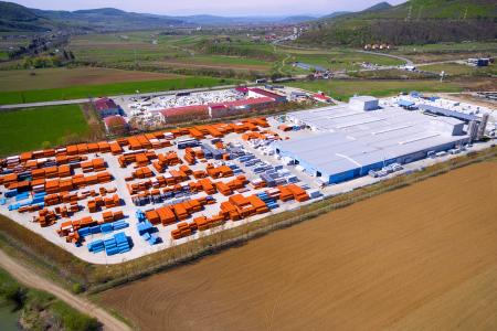 BCR, finanțare verde de 12,7 milioane de euro pentru Grupul TeraPlast. Împrumutul va fi folosit pentru construirea și echiparea unei unități de producție pentru fabricarea ambalajelor biodegradabile