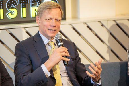 """Steven van Groningen, Raiffeisen Bank, pune punctul pe i: """"Nu putem fi în același timp banca care investește în digitalizare și banca cu cele mai eficiente și ieftine soluții pentru lumea veche cu cash"""""""