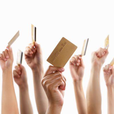 Numărul plăţilor cu carduri iniţiate prin telefon sau internet a crescut cu peste 53%, în 2020