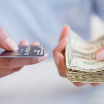 Nota de plată a digitalizării! Băncile au scumpit operațiunile cu numerar de la ghișeu. Comisioanele pentru plata cash a unei facturi au ajuns și la 20 de lei