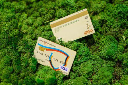 Premieră în România: Banca Transilvania dă startul transformării sustenabile pe piaţa cardurilor. BT şi-a propus ca până în 2022 toate cardurile nou emise să fie eco-friendly, din plastic reciclat şi elemente biodegradabile