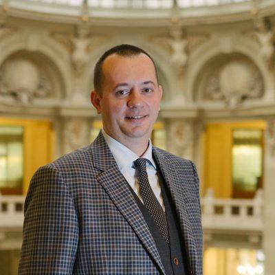 """CEC Bank a înregistrat un profit net de 208,4 milioane de lei în primul semestru din 2021. Bogdan Neacșu: """"Am făcut pași importanți în implementarea modelului de afaceri hibrid, care permite accesarea produselor și serviciilor băncii atât din sucursale, cât și 100% online"""""""