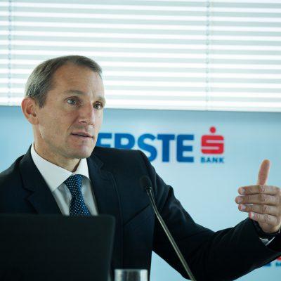 ERSTE anunță un profit net semestrial de 918 milioane de euro. Stefan Dörfler: Deoarece suntem o bancă strâns conectată la economia reală, îmbunătățirea continuă a condițiilor macro se reflectă direct în bilanțul nostru