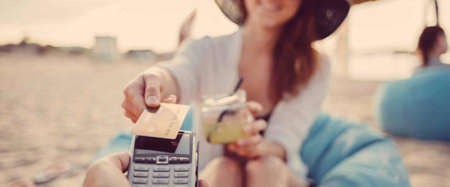 Efectul pandemiei: 125.000 de români au renunțat la cardurile de credit. După mai bine de un an de scăderi succesive, piața dă semne de revigorare pe fondul creșterii consumului și a apetitului pentru vacanțe