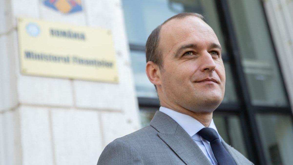 Optimistul Dan Vîlceanu, noul ministru de finanțe, se așteaptă ca datoria publică să scadă de la 49,5% la 49,1%. Ce spun economiștii