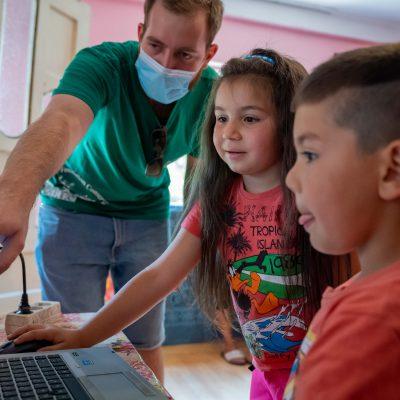 Banca Transilvania se alătură Fundației Conservation Carpathia și Asociaţiei Casa Bună pentru construirea unui centru de zi destinat copiilor din mediul rural