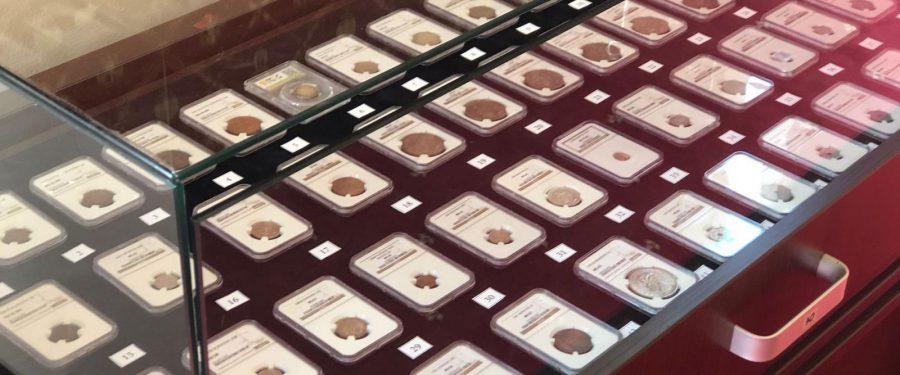 VIDEO. Una dintre cele mai importante colecții de monede românești, scoasă la vânzare. Cele 133 de monede românești rare au un preț de pornire de 140.000 euro