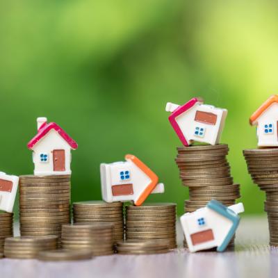 Cum e mai bine să plătim un credit: în rate egale sau descrescătoare? Află avantajele și dezavantajele fiecărei metode de rambursare